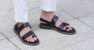 รองเท้ารัดส้นผู้ชาย